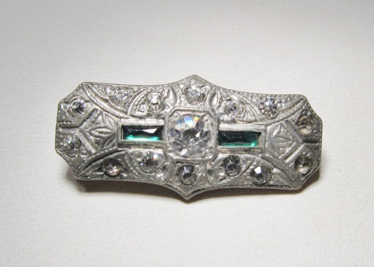 Antique 1920s Simulated Emerald Bar Pin Brooch WC-455