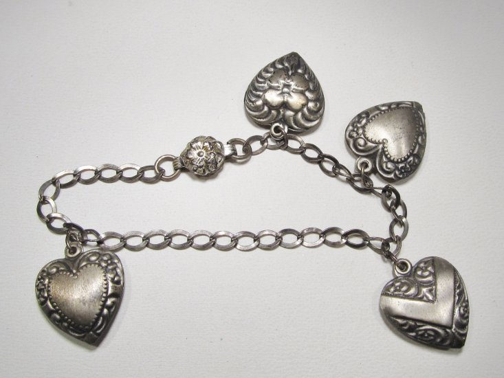 Vintage Sterling Silver Puffy Heart Charm Bracelet WC-397