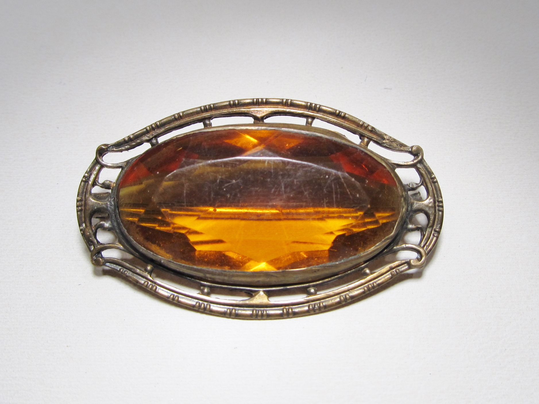 vintage amber colored glass brooch gold tone setting wc 293 decatur coin and jewelry. Black Bedroom Furniture Sets. Home Design Ideas